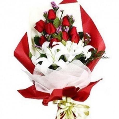 Vase Arrangement of Dozen Red Roses For Valentine