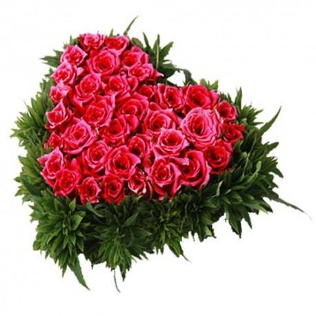 heart shape Pink roses