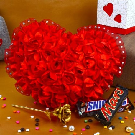 Valentine Combo of Roses Heart with Golden Rose and Chocolates