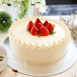 Strawberry Cake - 1 kg (KR Bakery)