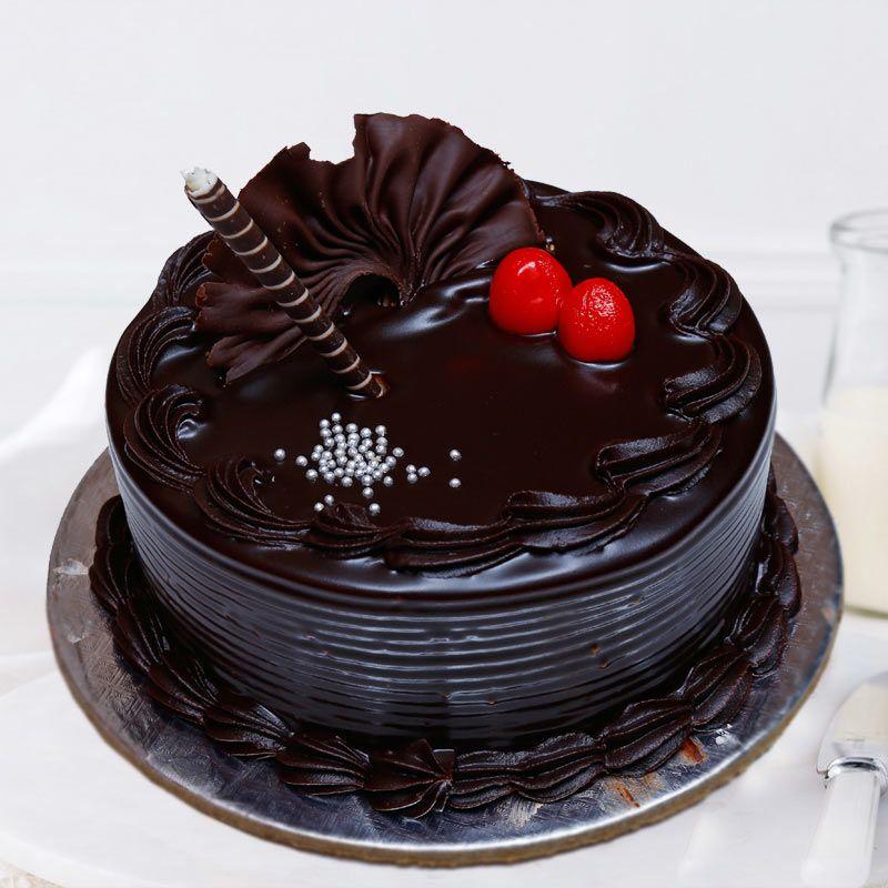 Chocolate Truffle Cake 1 kg (Berry N Blossom)