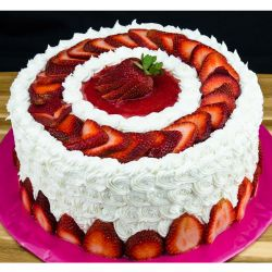 Strawberry Wheel Cake - 1 kg (Sweet Chariot)