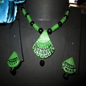 Green-black terracotta jewel